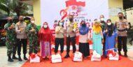 Alumni Akabri 96 Gelar Vaksinasi Massal dan Salurkan Bansos di Pesantren Assalam Manado